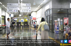 Hujan Deras dan Banjir, Mobil Berpenumpang Perempuan itu Hanyut - JPNN.com