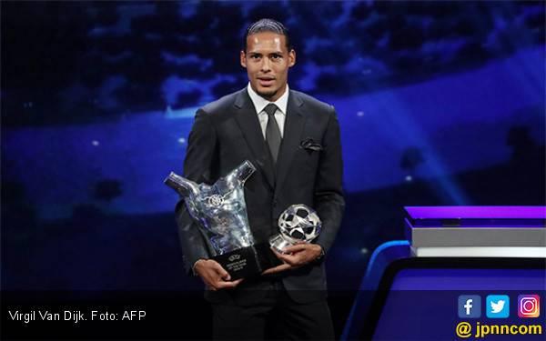 Singkirkan Ronaldo dan Messi, Virgil Van Dijk jadi Pemain Terbaik UEFA 2019 - JPNN.com