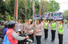 Adem Lihatnya, Ratusan Polwan Cantik Jaga Jalanan Hari Ini - JPNN.com