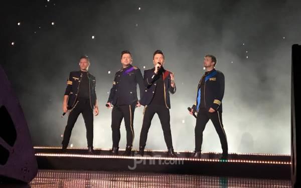 Westlife Nyanyikan Lagu-lagu Queen di Candi Borobudur - JPNN.com