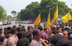 Demo Mahasiswa di Depan Pemkab Lebak Ricuh, Ini Tuntutannya - JPNN.com