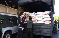 Kodam Hasanuddin Kirim 50 Ton Beras ke Papua, Tidak Ada Pasukan - JPNN.com
