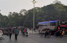 Bus Timnas Malaysia Aman Masuk SUGBK, Suporternya Bagaimana? - JPNN.com