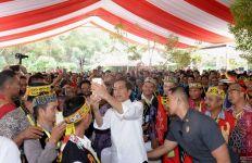 Perdana, Jokowi Bagi-Bagikan Tanah di Kalimantan - JPNN.com