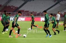 Indonesia vs Malaysia: Simon McMenemy Ingat saat Ruang Ganti Terasa Berguncang - JPNN.com
