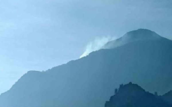 Gunung Ciremai Terbakar Lagi - JPNN.com