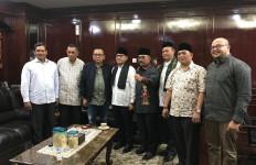 Taufik Bangga Anggota Fraksi Gerindra dapat Anugera Anggota Kehormatan FPB - JPNN.com