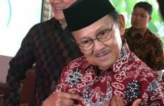 BJ Habibie Meninggal Dunia, Pemain Persija dan Persipura Mengheningkan Cipta Sebelum Berlaga - JPNN.com