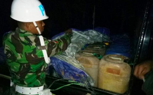 TNI Sikat Penyelundupan 500 Liter Minyak Tanah di Papua - JPNN.com