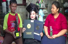 Pengamen Cantik Itu jadi Lulusan Terbaik di Unair Surabaya - JPNN.com