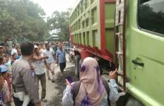Terlindas Truk Pengangkut Tambang, Warga Rumpin Bogor Tewas - JPNN.com