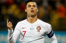 Cristiano Ronaldo Tinggal Berjarak 16 Gol Lagi dengan Bomber Iran Ali Daei - JPNN.com