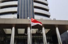 Pengibaran Bendera Setengah Tiang di KPK untuk Hormati Habibie - JPNN.com