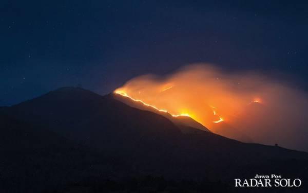 Kebakaran di Gunung Merbabu Mengganas, Waspada - JPNN.com
