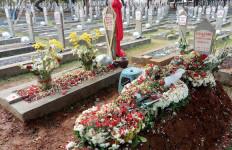 Penampakan Makam BJ Habibie dan Ainun yang Berdampingan - JPNN.com