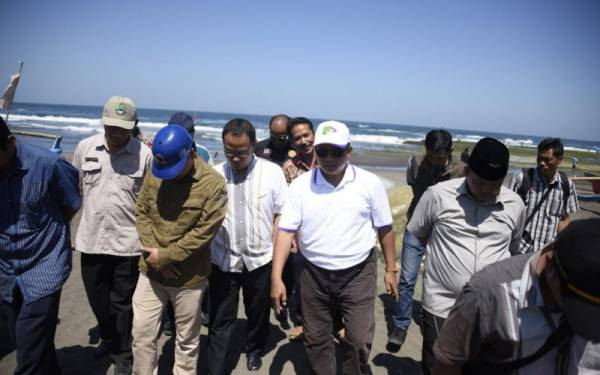 Abrasi Pesisir Pantai Pangandaran Mengkhawatirkan - JPNN.com