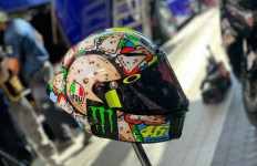 Jalankan Tradisi, Rossi Pakai Helm dengan Livery Spesial di MotoGP San Marino - JPNN.com