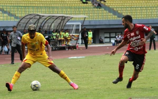 Pelatih Anyar Bhayangkara FC Soroti Kinerja Wasit setelah Laga Debut di Liga 1 - JPNN.com