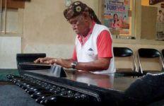 Kisah Pilu Maestro Kecapi Dadan Sukandar, Menumpang Tinggal di Gedung Kesenian - JPNN.com