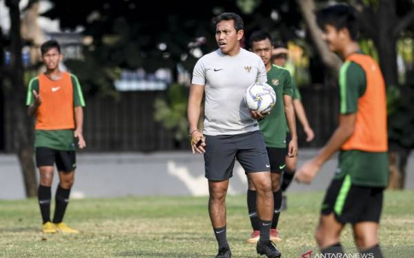Indonesia vs Tiongkok, Bima Sakti: Garuda Muda Ingin Juara Grup - JPNN.com
