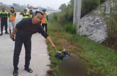 Mayat Pria Ditemukan di Tol Bocimi, Ada Bekas Luka Senjata Tajam di Leher - JPNN.com