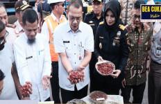 Bea Cukai Ternate Ekspor Perdana Komoditas Fully Pala - JPNN.com