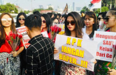 Puluhan Perempuan Cantik Dukung Langkah DPR Sahkan Revisi UU KPK - JPNN.com