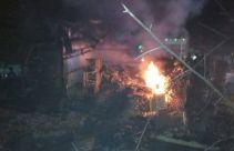 Mobil Boks Seruduk Pertamini hingga Terjadi Ledakan, Satu Orang Balita Tewas - JPNN.com