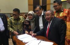 Debat Menteri Yasonna dan Komisi III DPR soal Kelanjutan RUU KUHP - JPNN.com
