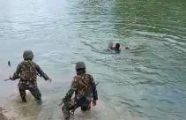 Aksi Heroik Dua Prajurit Kostrad Lompat ke Sungai, Selamatkan Anak Tenggelam - JPNN.com