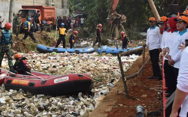 Iriana Jokowi: Kalau Sungai Cipakancilan Sudah Bersih Bisa untuk Selfie - JPNN.com