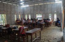 Ratusan Siswa MTs Belajar di Masjid karena Ruang Kelas Roboh - JPNN.com