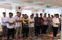 Jelang Konferensi Pers, Menpora Pimpin Salat Asar Berjemaah di Ruang Kerjanya - JPNN.com