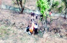 Mayat Wanita Berbaju Kotak-Kotak Merah Ditemukan di Tol Cipularang - JPNN.com