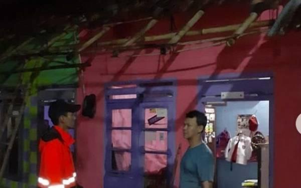 Belasan Rumah di Bogor Rusak Diterjang Angin Kencang-Hujan Deras - JPNN.com