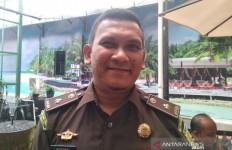Ibrahim Nyak Mad Akhirnya Menyerahkan Diri ke Kejari Pidie - JPNN.com