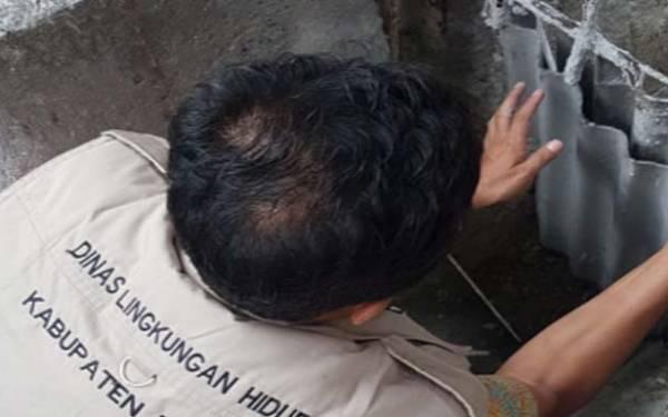 DLH Tutup Saluran Limbah Pabrik Laundry karena Mencemari Sungai Citeureup - JPNN.com