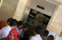 Lift Tiba-tiba Anjlok, Ibu-ibu PKK Terjebak di Dalamnya, ya Ampun - JPNN.com