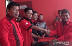 Pak Kades Cibodas Siap Bertarung di Pilkada Lewat PDIP - JPNN.com
