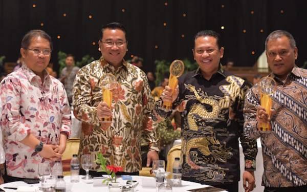 Ketua DPR dan Dua Menteri Raih Indonesia Digital Initiative Awards 2019 - JPNN.com