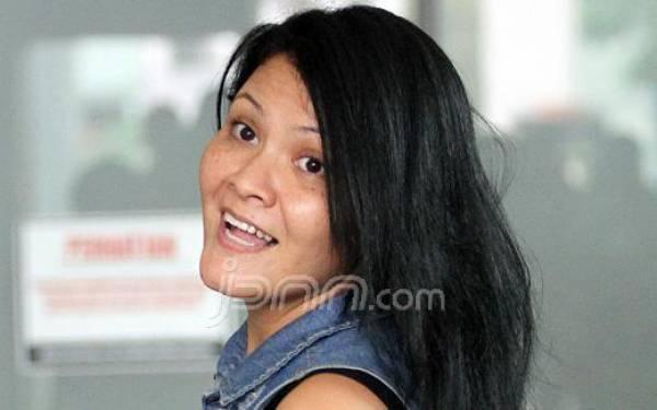 Beda Agama, Seorang Ibu Menolak Diberi Makanan oleh Melanie Subono - JPNN.com