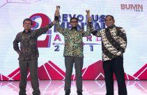 Dirut Pelindo IV Raih 2 Penghargaan Revolusi Mental 2019 - JPNN.com