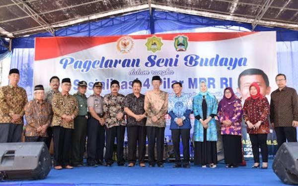 Memasyarakatkan Empat Pilar MPR Lewat Pergelaran Seni Budaya di Kaki Gunung Lawu - JPNN.com