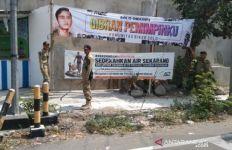 Sudah 21 Spanduk Bergambar Gibran Rakabuming Dicopot Satpol PP - JPNN.com