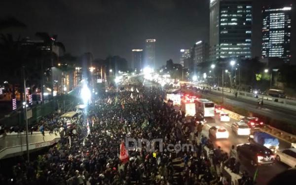Demo RKUHP: Bermalam di Depan Gedung DPR, Mahasiswa Sempat Tutup Tol - JPNN.com