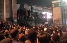 Demo RUU KUHP: Oknum Massa Tanpa Almamater Rusak Pagar DPR - JPNN.com