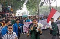 Ribuan Mahasiswa Aksi di Depan Gedung DPRD Sumut, Ini 10 Tuntutan Mereka - JPNN.com