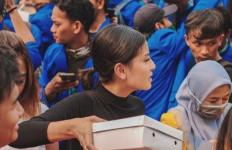 Awkarin Jawab Tudingan Bagikan Air Botol OK OCE Saat Demo Mahasiswa di DPR - JPNN.com