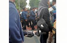 Demo Mahasiswa: Ada yang Mulai Terkapar, Pingsan di Tengah Jalan - JPNN.com