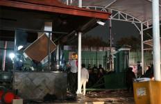 Demo Mahasiswa Malam Ini: Gas Air Mata Kembali Ditembakkan ke Arah Massa - JPNN.com